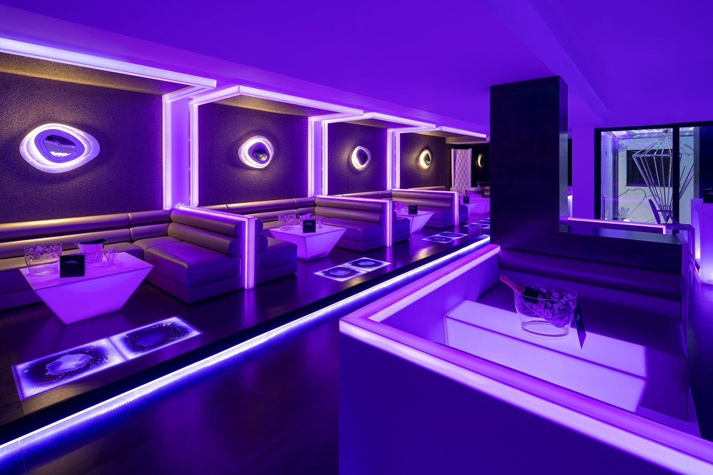 Diseno By U Design En Discoteca Mask Krion Translucido Bar Lounge Design Hookah Lounge Decor Nightclub Design