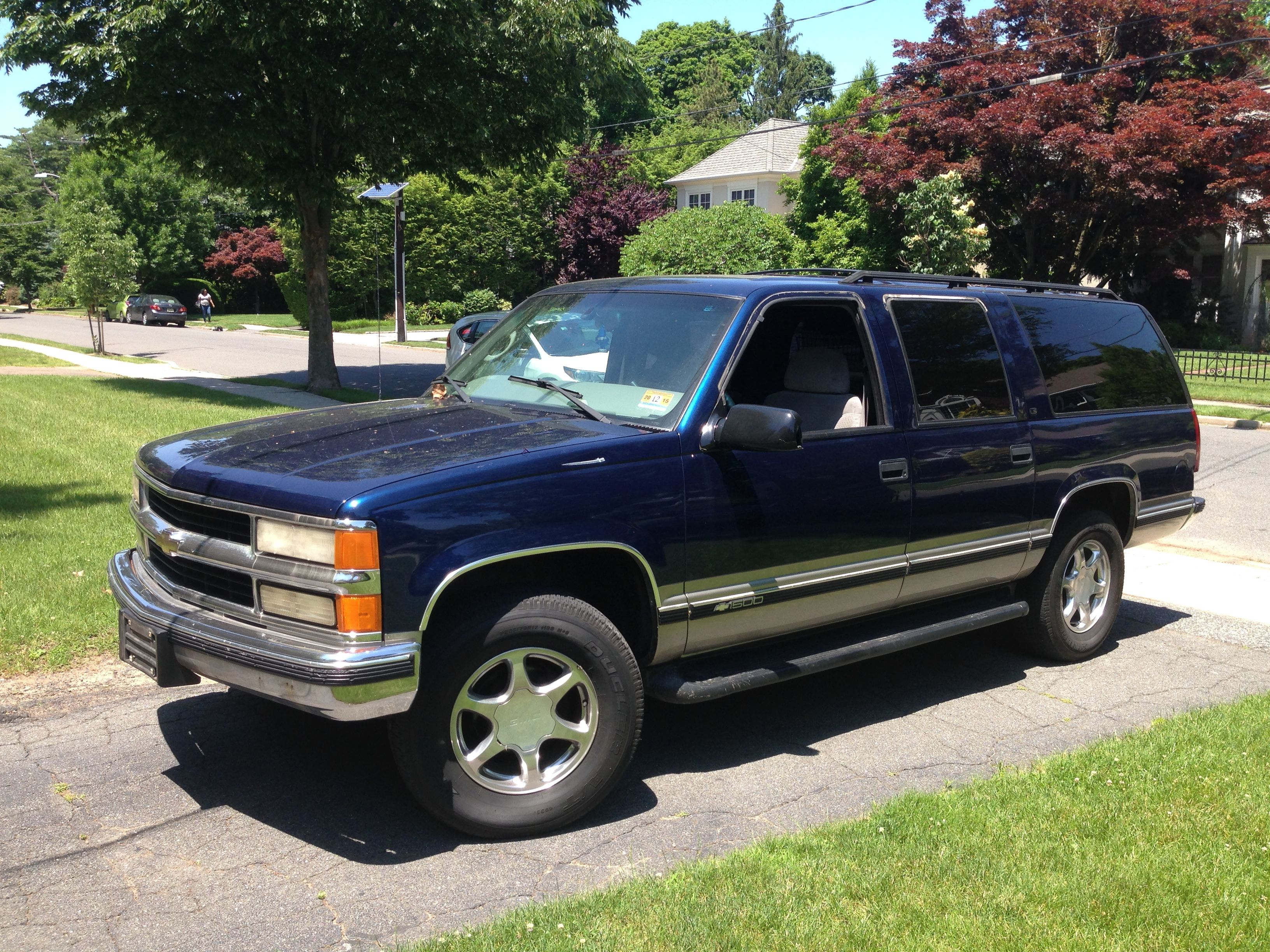 medium resolution of 99 suburban 5 7l vortec v8 no rust clean interior only 115k miles still for sale