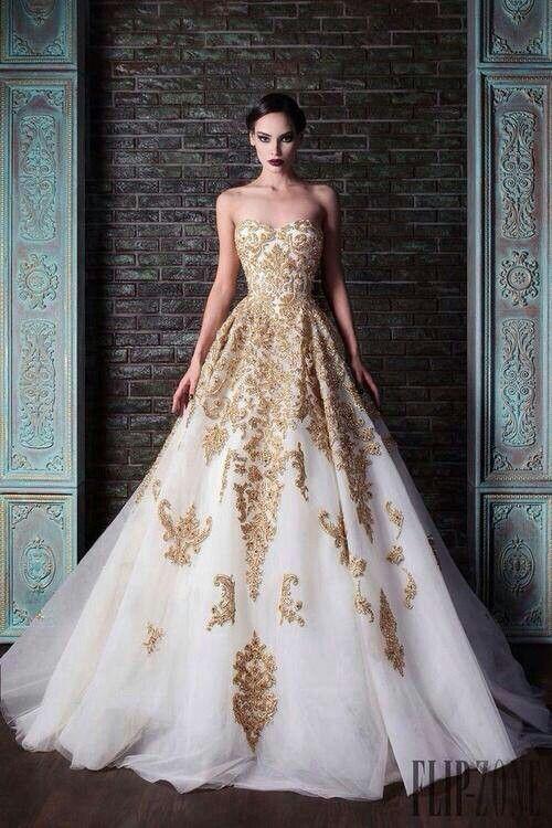abito con decori oro...fantastico