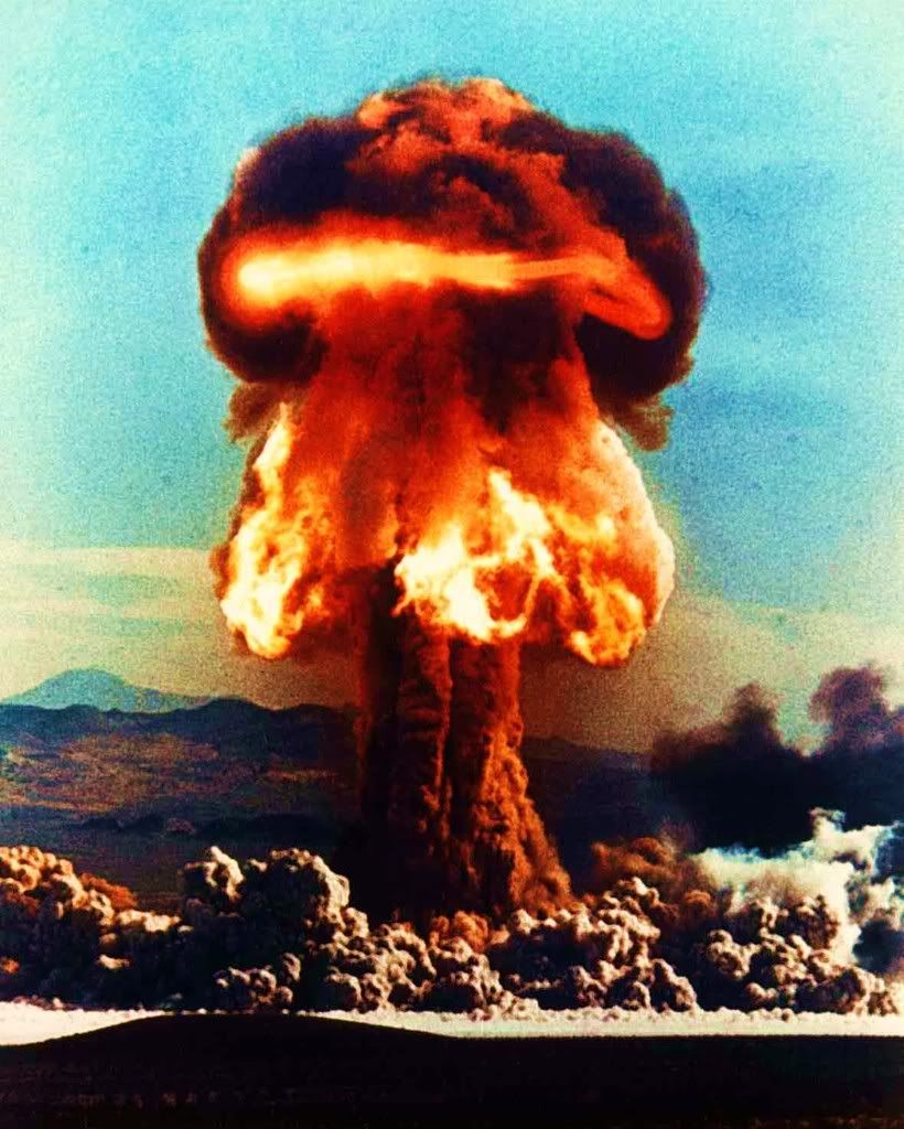 25 Incredible Explosion Photographs Atomic Bomb Explosion Nuclear Bomb Atomic Bomb