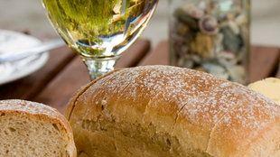 Zwiebel-Weißwein-Brot | Bildquelle: mauritius images