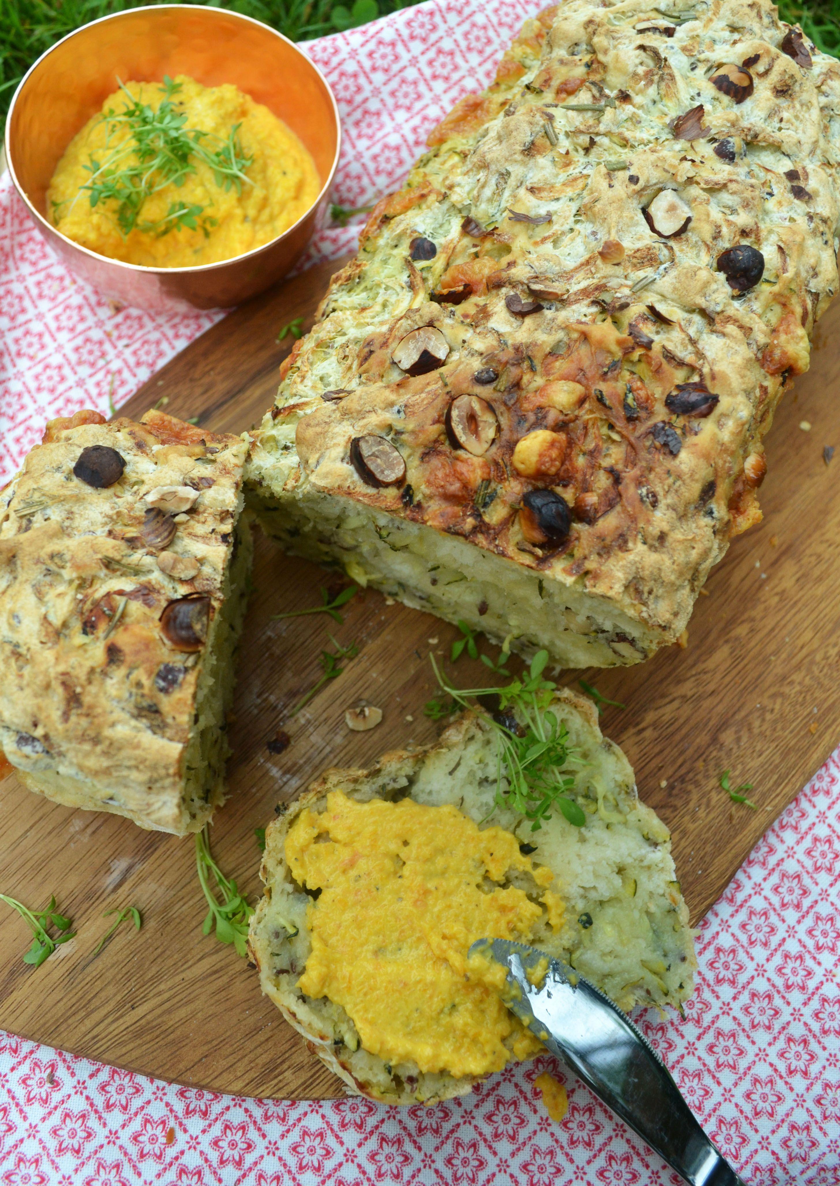 Zucchini Nuss Brot mit Karotten Ziegenkäse Dip