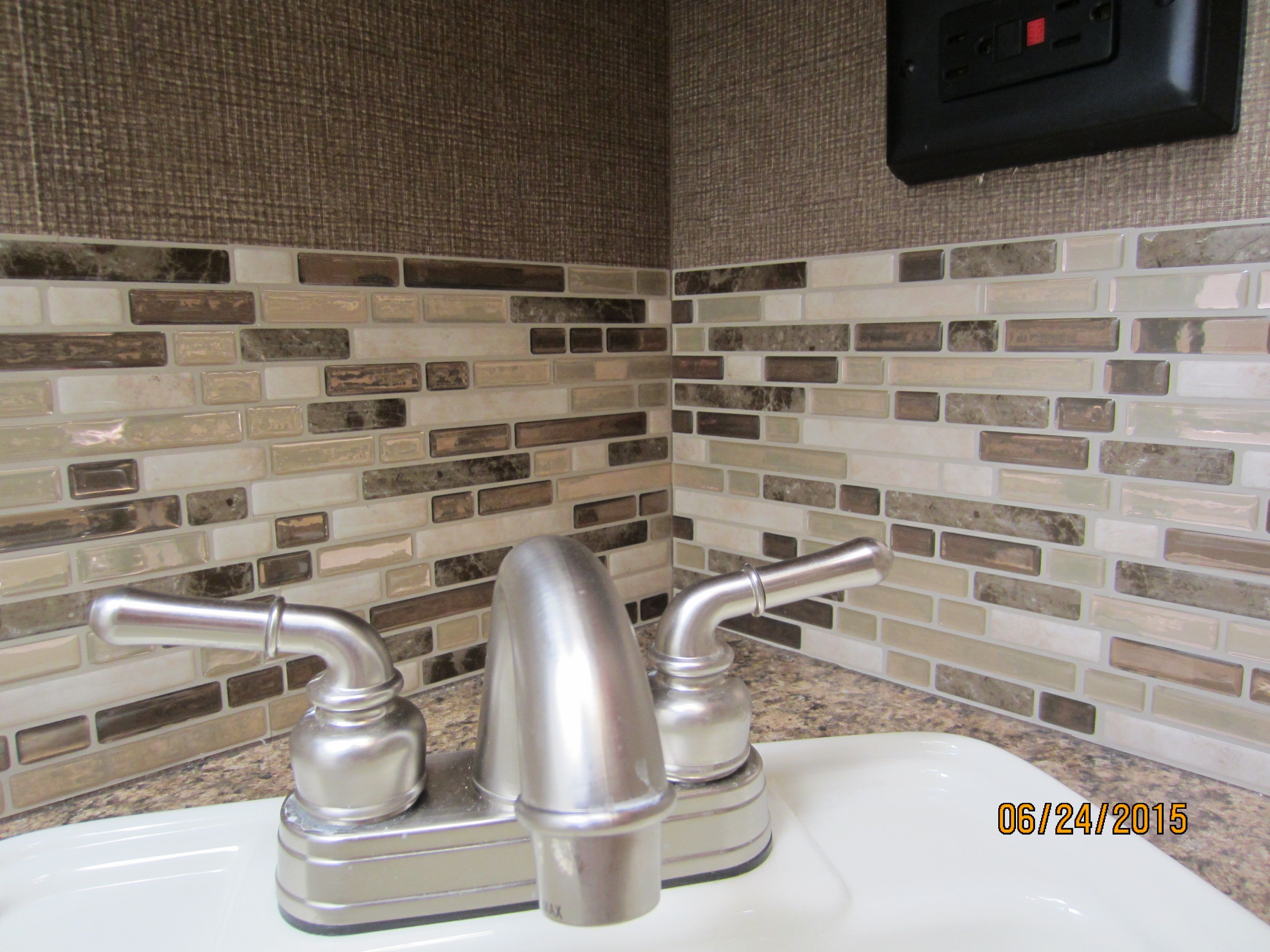 Muretto Durango Peel And Stick Backsplash On A Budget Stick On Kitchen Backsplash Backsplash Smart Tiles