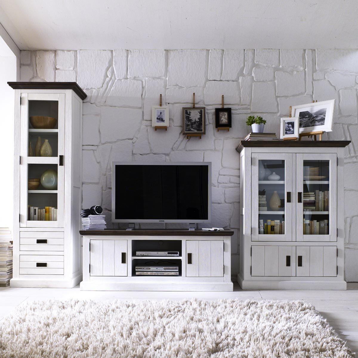 Eleganter #Landhausstil Mit Der Serie Gomara Aus Massiver #Akazie.  #Wohnzimmer #Wohnwand