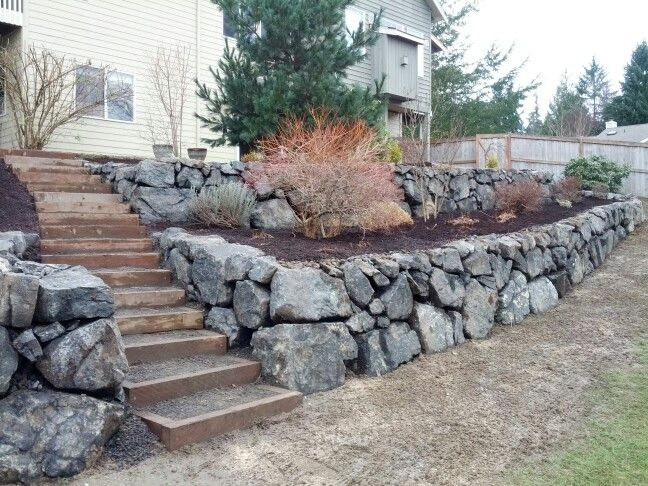 Double terrace rockwall with steps