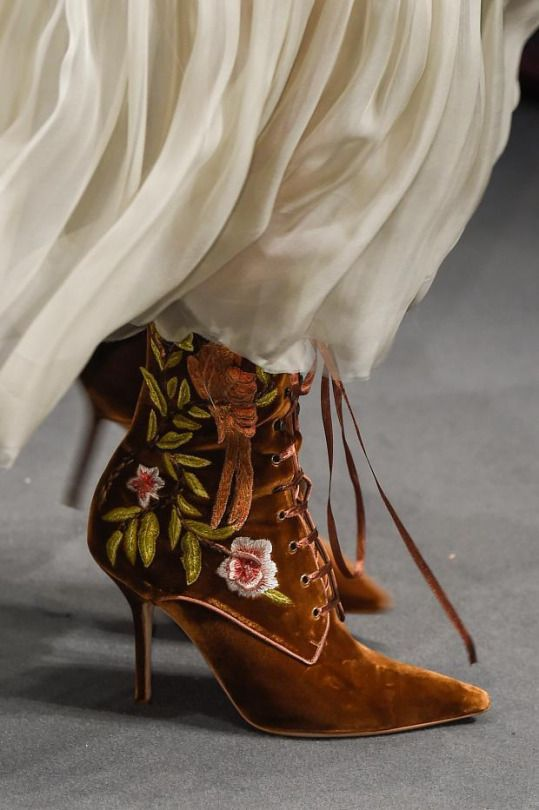 uk availability ca5f9 9bac5 Alberta Ferretti Fall 2016 - Milan Fashion Week | Shoe ...