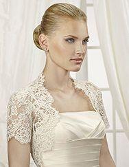Pronovias presents its CHAQUETA LA 111 jacket for brides. | Pronovias