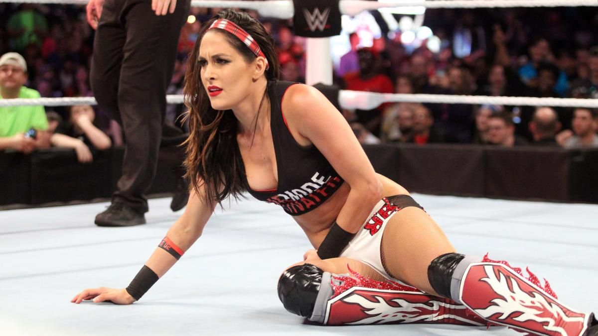 Raw 3/7/16: Brie Bella vs. Summer Rae