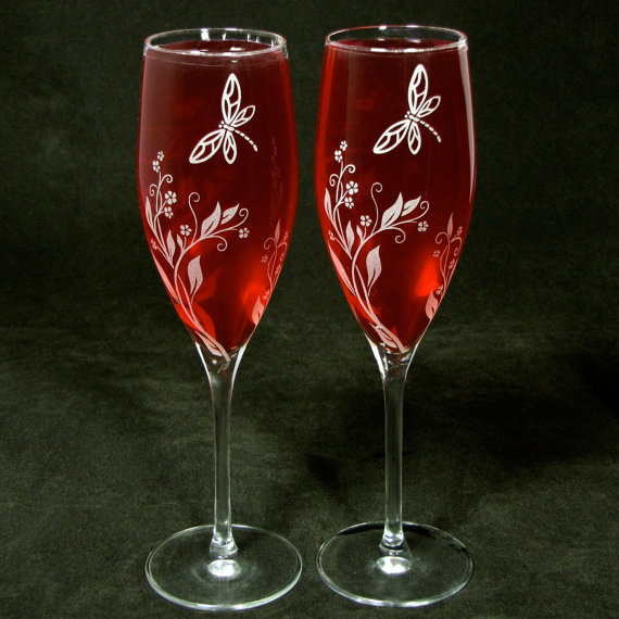 2 Personalized Champagne Glasses, Vine Dragonfly Wedding Decor, Bespoke Gift for Couple, Bride and Groom