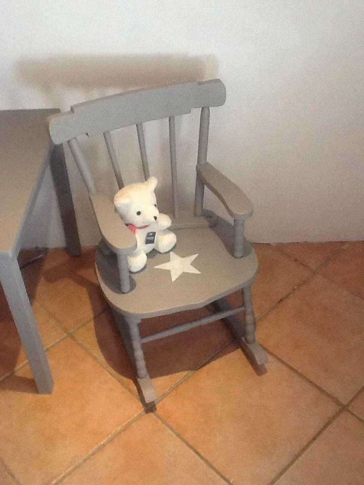 fauteuil a bascule rocking chair pour enfant en bois patiné taupe