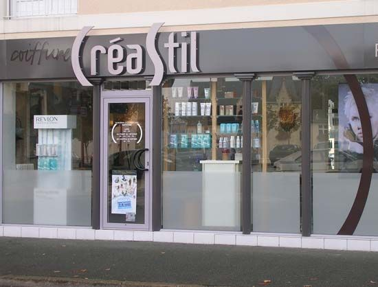 fa ade du salon de coiffure cr astil montreuil juign 49 vitrine salon de coiffure. Black Bedroom Furniture Sets. Home Design Ideas