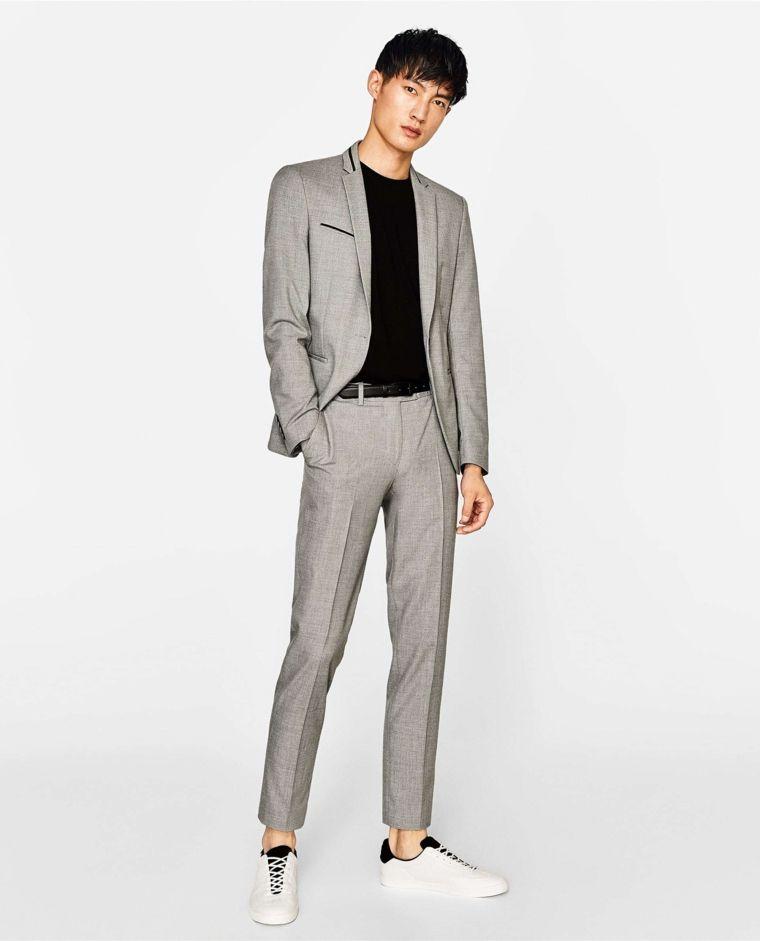 uomo pantalone nero e giacca