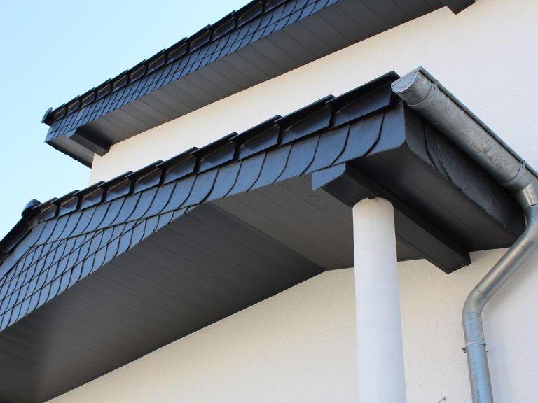 Anwendungsbeispiel Zu Dekodeck Verkleidungsprofilen Fur Fassade Dachuberstand Zaunelemente Und Viele Mehr Erhaltlich Fassadenprofile Fassade Dachuberstand