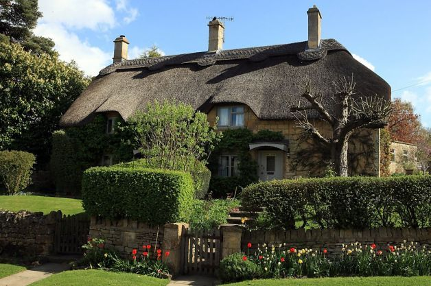 The Cotswolds Outstanding Natural Beauty In The Uk British Home Cotswolds English Country Cottages Indian style country house cotswolds