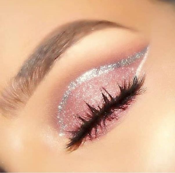 Photo of 15 Stunning Makeup Look Ideas For Your Christmas Party – The Glossychic