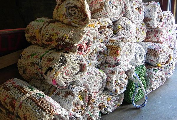 Crochet A Bed For The Homeless With Plastic Bags Diy Crochet Plastic Bags Plastic Bag Crochet Recycled Plastic Bags