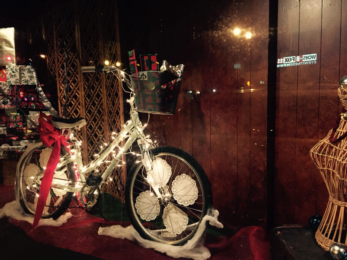 Empty Storefront Holiday Decorations Huntington Wv Store Fronts Holiday Decor Display