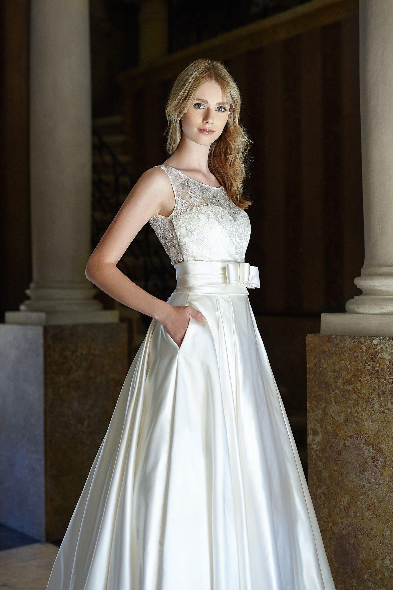 f338d499f08b MODELLO SB 0518 Prezioso abito da sposa in douchesse di seta pura con  bustino in pizzo