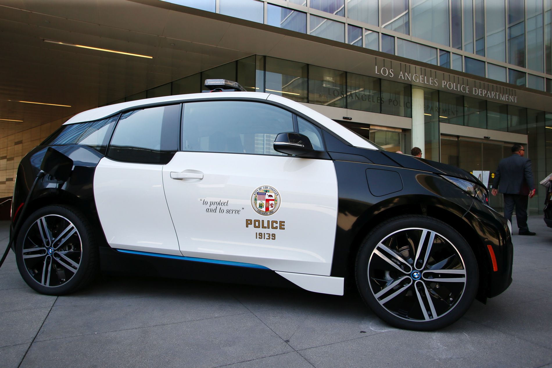 Bmw To Supply The Los Angeles Police Department With 100 Bmw I3 Electric Vehicles Bmw I3 Bmw Bmw I3 Electric