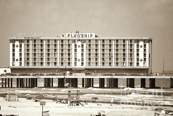 The Seven Story Flagship Hotel In Galveston Tx Was One Of The Few Hotels Built On A Pier Over The Ocean Was Demol Hotel Building Pier Fishing Favorite Places