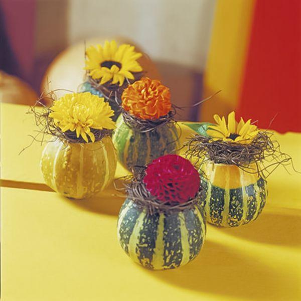 diy fall table decor ideas ornamental mini gourds vases dahlias #herbstdekotisch