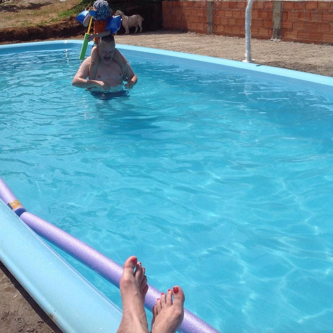 Com o calor que faz aqui só dá vontade de ficar dentro da piscina  #Materniarte #verão #casaDaVó #VidaBoa #Minas #montesantodeminas