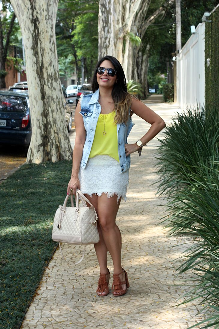 Look: Saia de Renda e Colete Jeans! | Moda