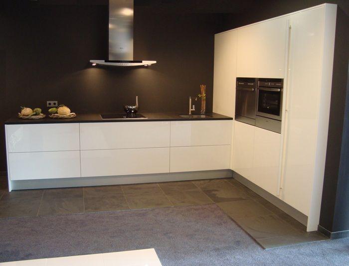 Strakke Witte Keuken : Zwart blad strakke witte lades home lades zwart