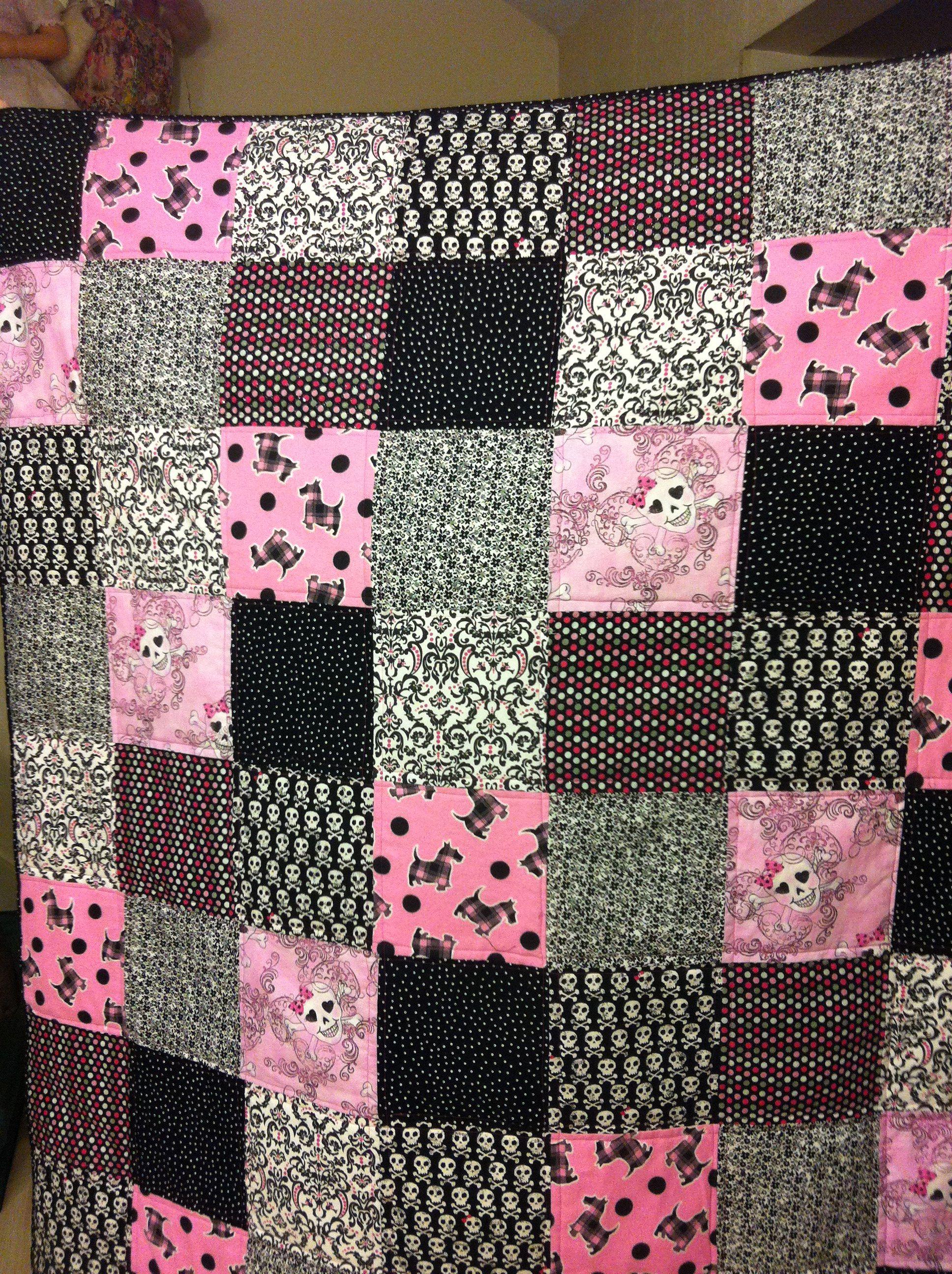 Pink & Black Skull quilt | Blanket ideas | Pinterest | Black ... : sugar skull quilt pattern - Adamdwight.com