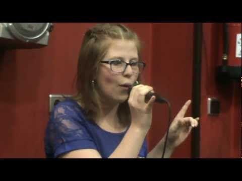 Bueno..esto es una actuación que realice, gracias a un buen amigo mio, cantando una canción de La quinta estacion
