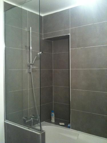 s parateur douche wc pare douche en verre miroiterie verre sur mesure miroir sur. Black Bedroom Furniture Sets. Home Design Ideas