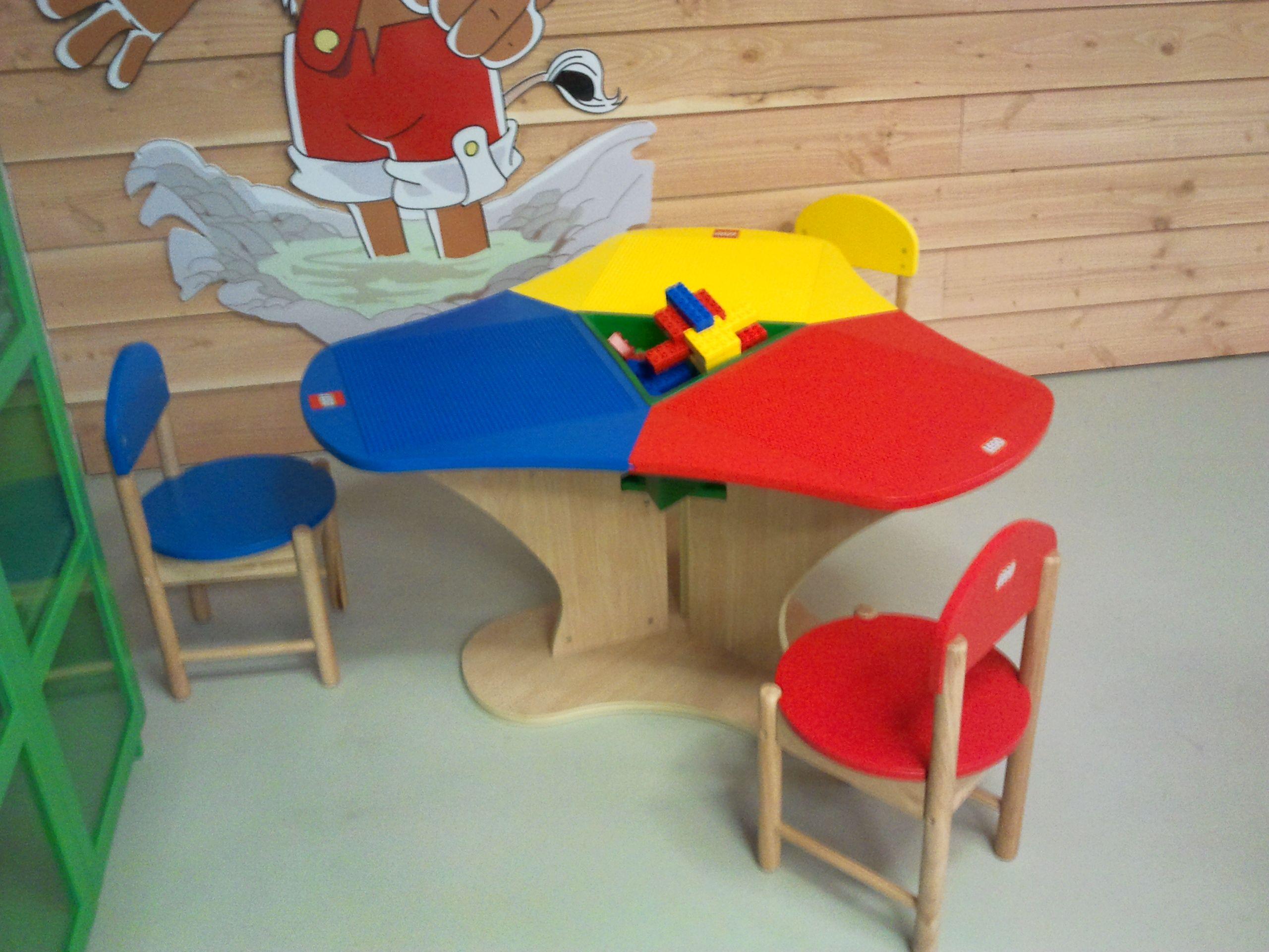 lego tisch mit 3 st hlen legotisch pinterest lego. Black Bedroom Furniture Sets. Home Design Ideas