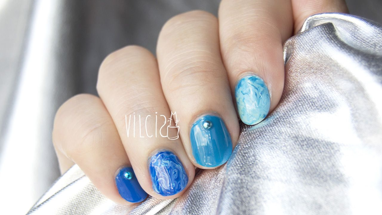marble nails with water. marmoleado
