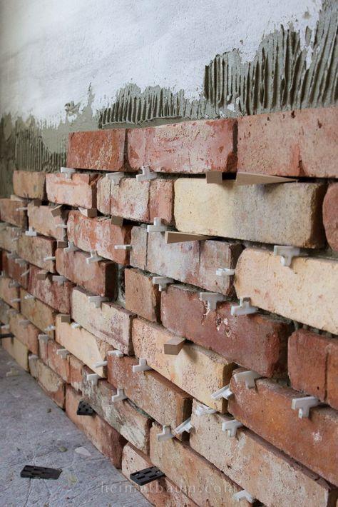 Eine uralte Backsteinwand in einem neuen Haus – so geht´s! – HEIMATBAUM