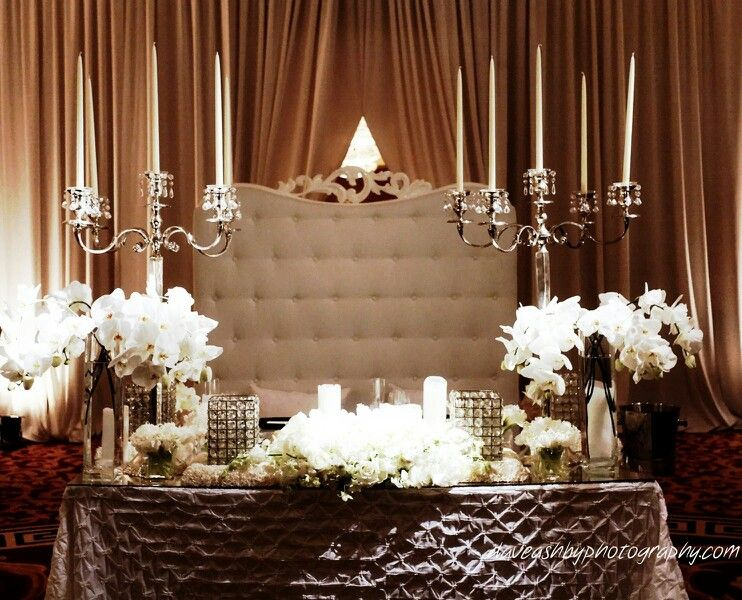 #couplestable #sweethearttable #headtable #sweethearttabledecor #couplestabledecor #weddingdecor #receptiondecor #destinationwedding #puertoricowedding #bodasdelencanto
