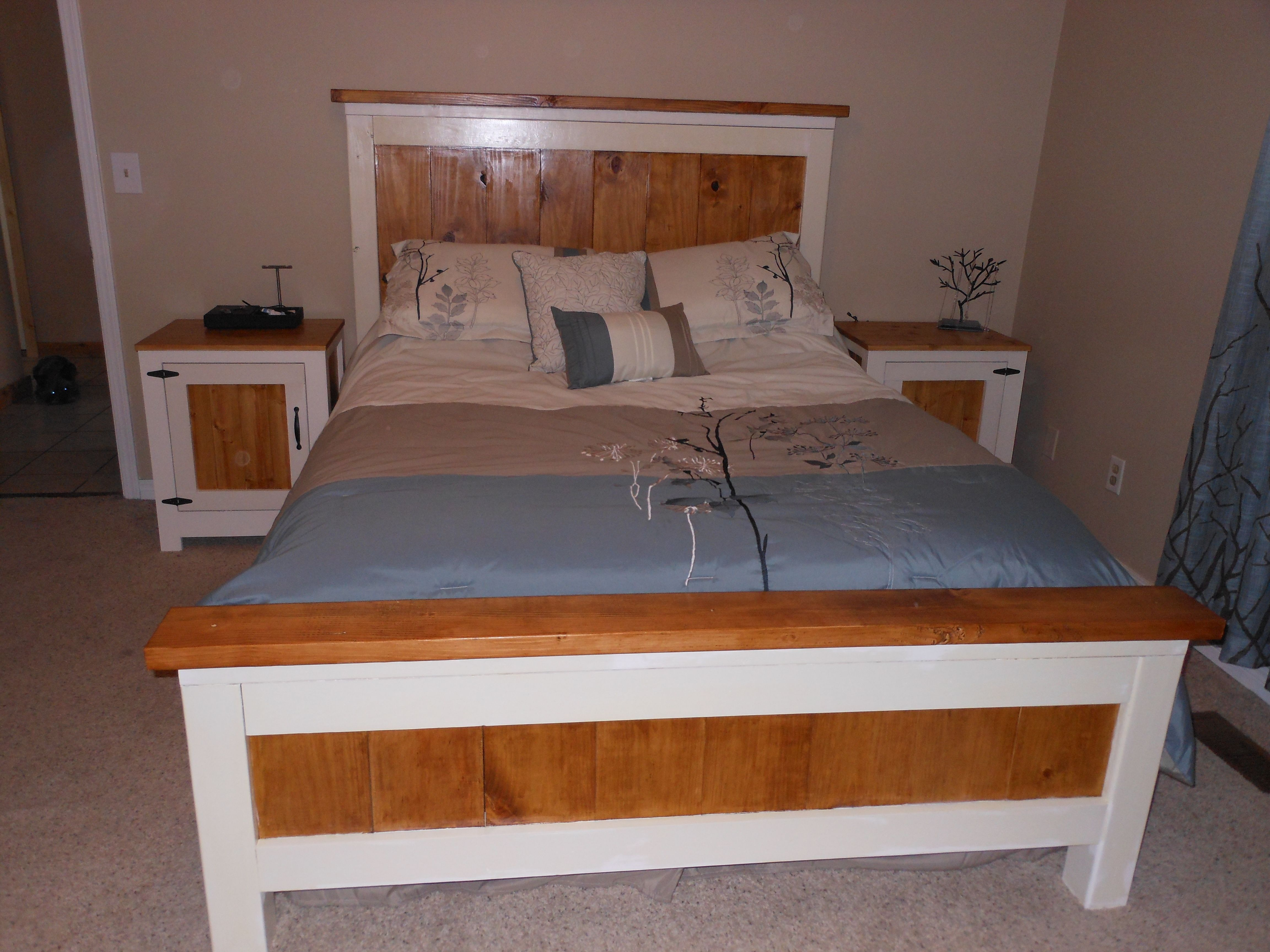 Best Farmhouse Queen Bed And Kentwood Nightstands Do It 400 x 300