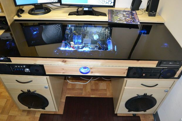 Desk With Built In Pc Komnata Gejmera Stol Svoimi Rukami