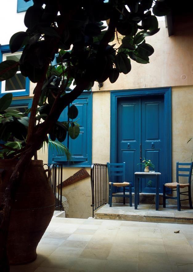 Jardin en ville #peinture #façade #bleu #porte #maison #zolpan