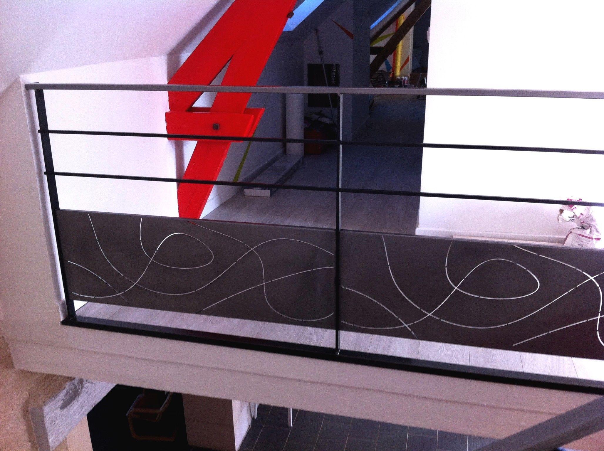 rampe d billard e en acier brut et acier d cap vernis on peut voir un motif en d coupe laser. Black Bedroom Furniture Sets. Home Design Ideas