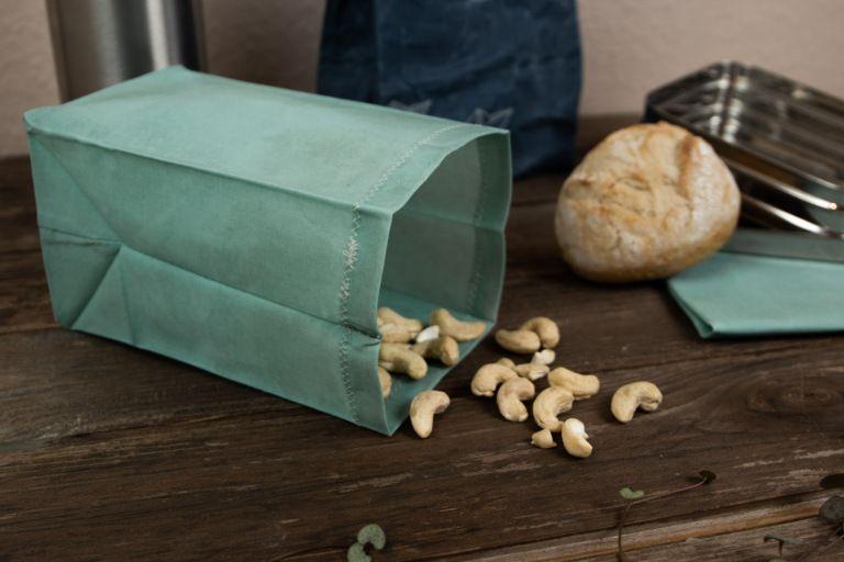 DIY • Bienenwachsbeutel selber machen – Nachhaltig Reisen mit Plastiktüten-Alternative