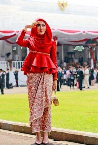 Ingin Terlihat Cantik Berikut Referensi Gaun Kebaya Muslim Modern
