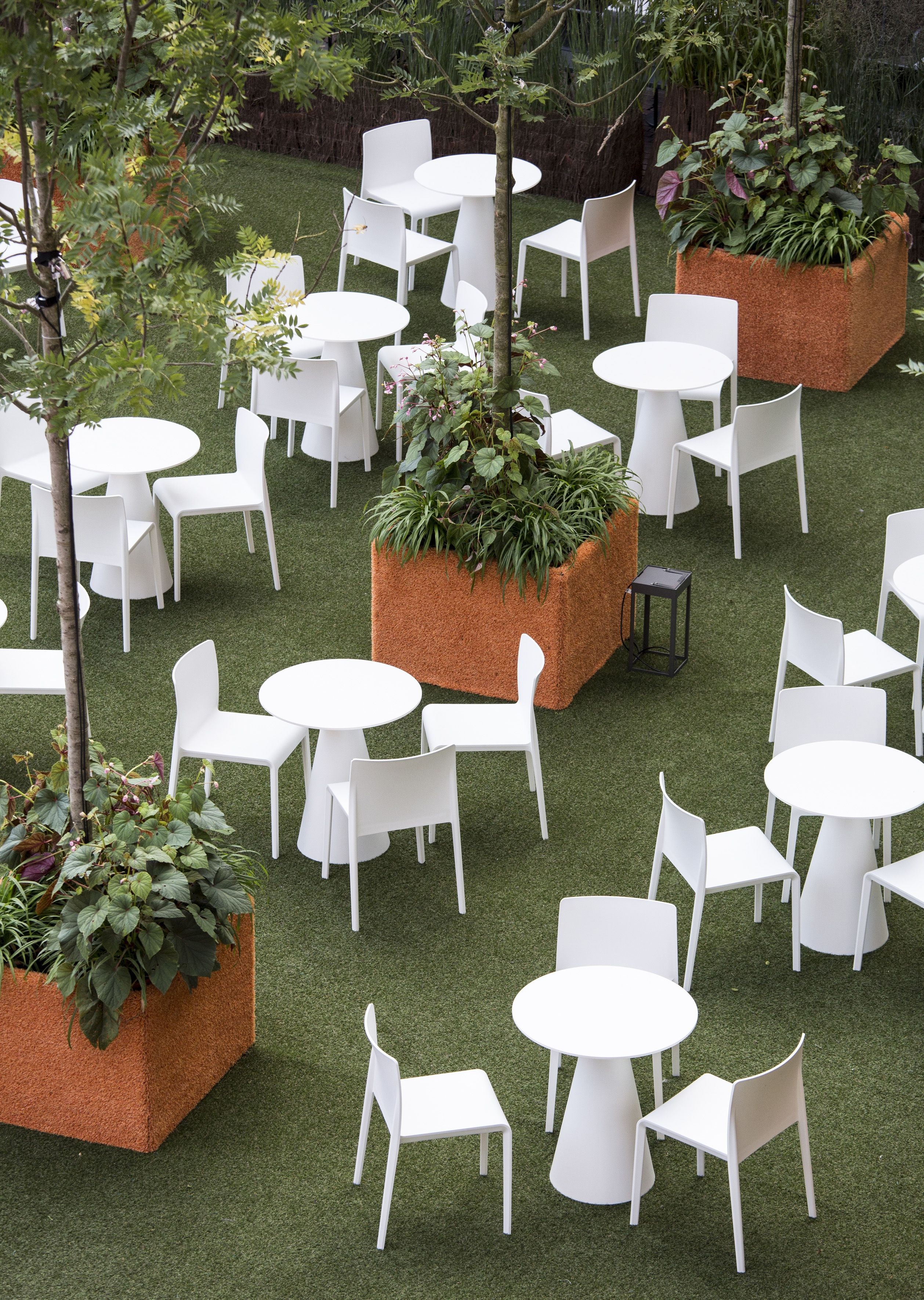White chair and table for a new garden's ispiration #pedrali #outdoor