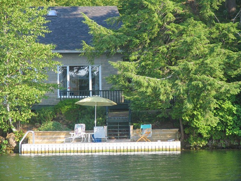 Water S Edge Updated 2020 3 Bedroom House Rental In Newboro With Internet Access And Air Conditioning Tripadvisor Vacation Books Trip Advisor House Rental