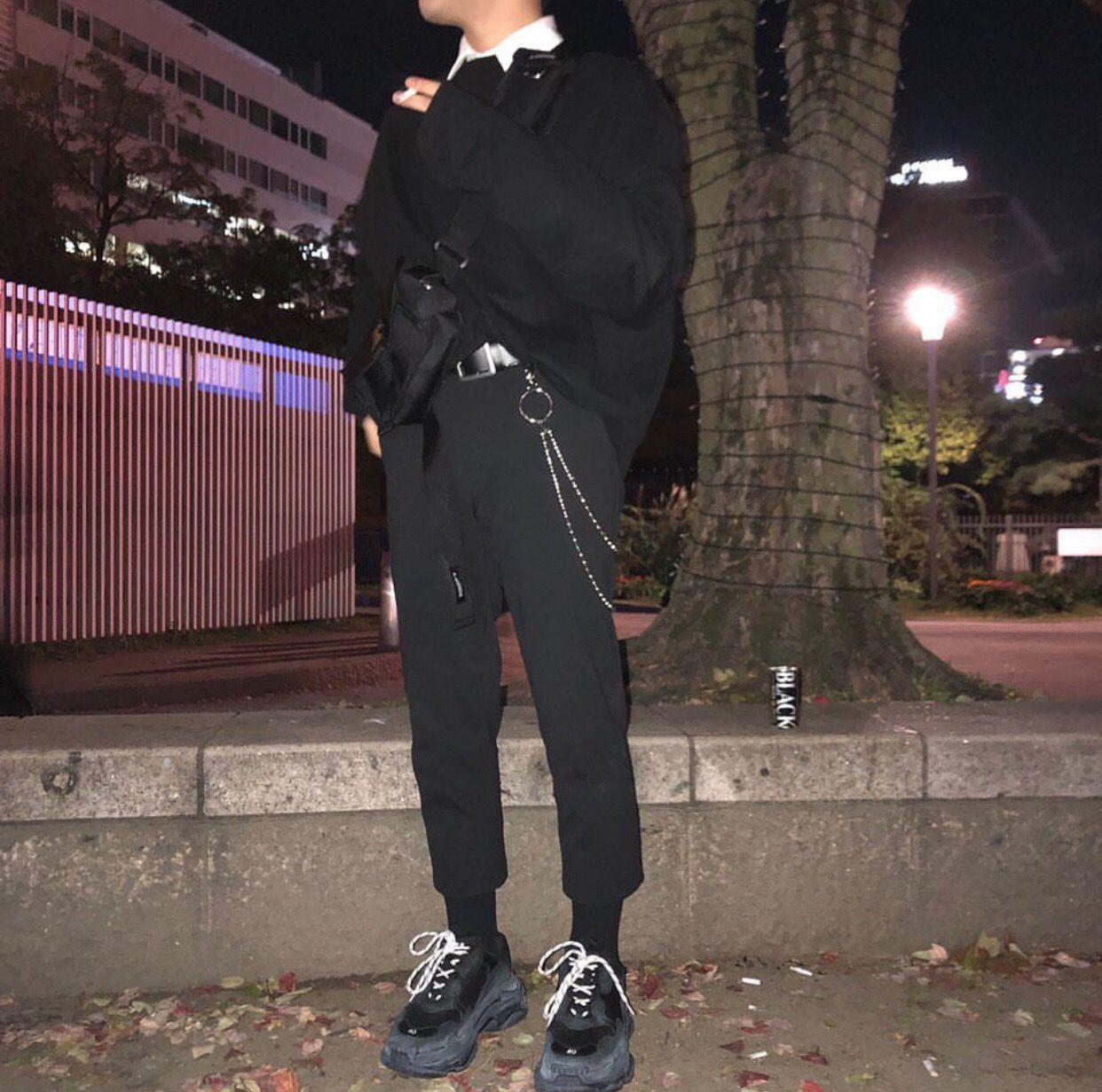 men's streetwear outfit balenciaga triples sneakers