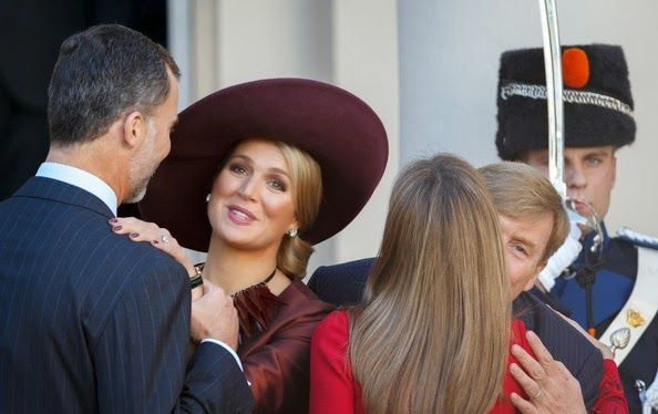 King Felipe VI and Queen Letizia of Spain make their introductory visit to the Netherland and are greeted by King Willem-Alexander and Queen Maxima. 10/15/2014
