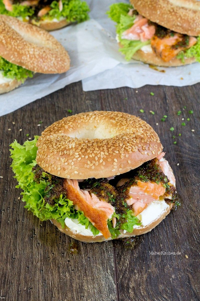 Superleckerer Bagel mit saftigem Lachs, Frischkäse und einer Honig-Senf-Sauce. | malteskitchen.de