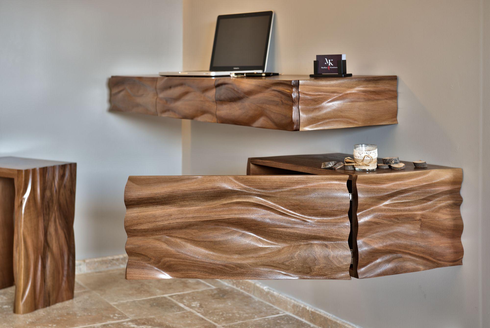 Caisson de bureau en bois de noyer massif dessiné sculpté et