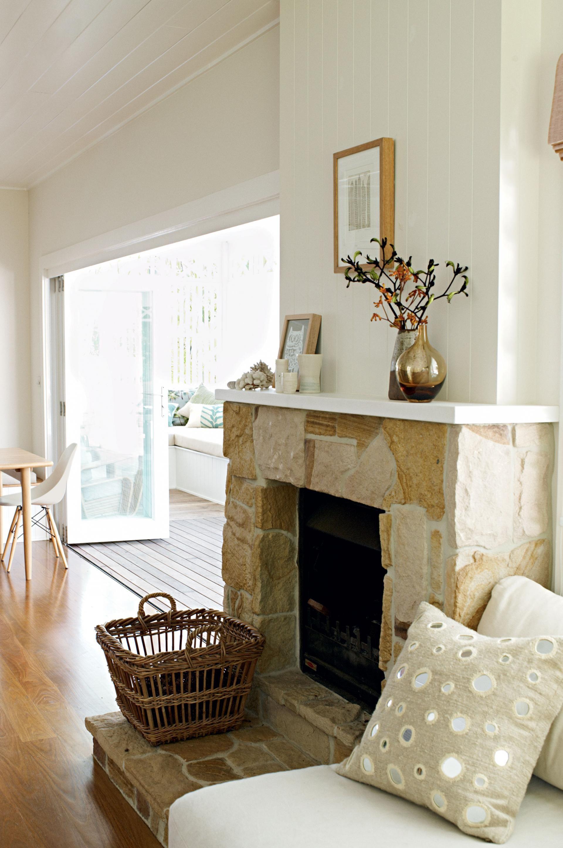 byron-bay-home-Ruscoe-11-fireplace | kitchen lounge | Pinterest ...