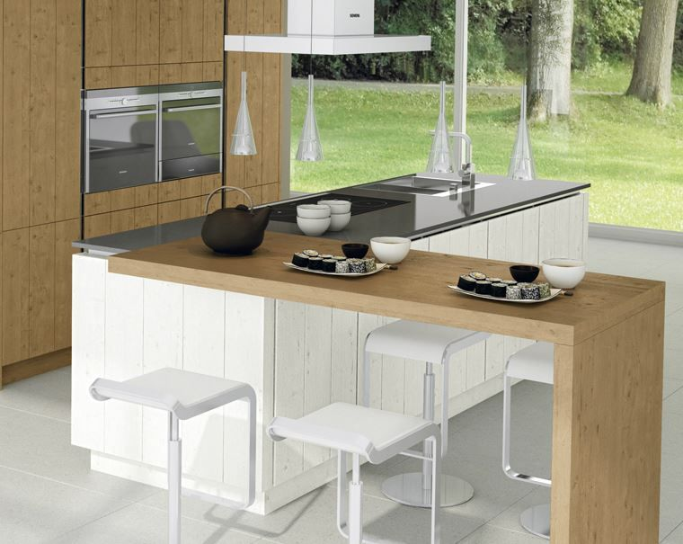 Keuken met kookeiland als ontbijttafel barkrukken aan beide zijden van het kookeiland - Grote keuken met kookeiland ...