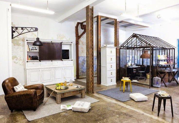 Le bureau dans une petite verrière intégrée au salon décoration